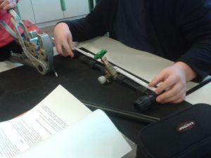 Herstellung eines Verteilers durch Auszubildende im ersten Ausbildungsjahr