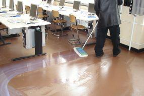 Max-Taut-Schule Gebäudereiniger Linoleum beschichten